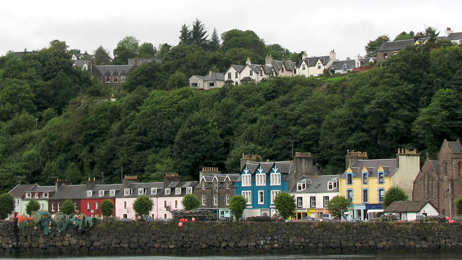 Simple Towns . Tobermory .
